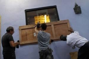 Puertorriqueños se preparan para la llegada del huracán María