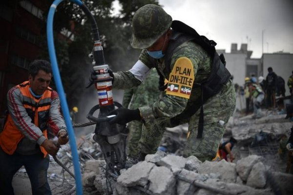 Rescate de víctimas en México