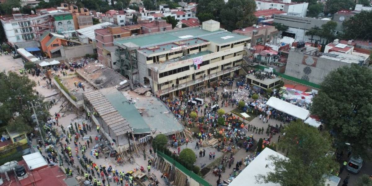 Terremoto México: La angustiosa espera de las madres de los niños atrapados en colegio derrumbado