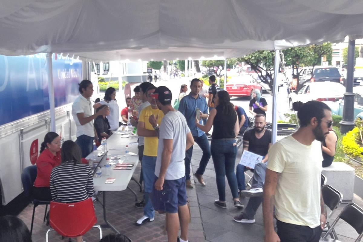 Afuera de la Rectoría de la Universidad de Guadalajara se instaló un módulo para donadores de sangre. Sólo en la jornada de ayer recibieron 70 unidades; sin embargo, falta aún más. FOTO: Héctor Escamilla