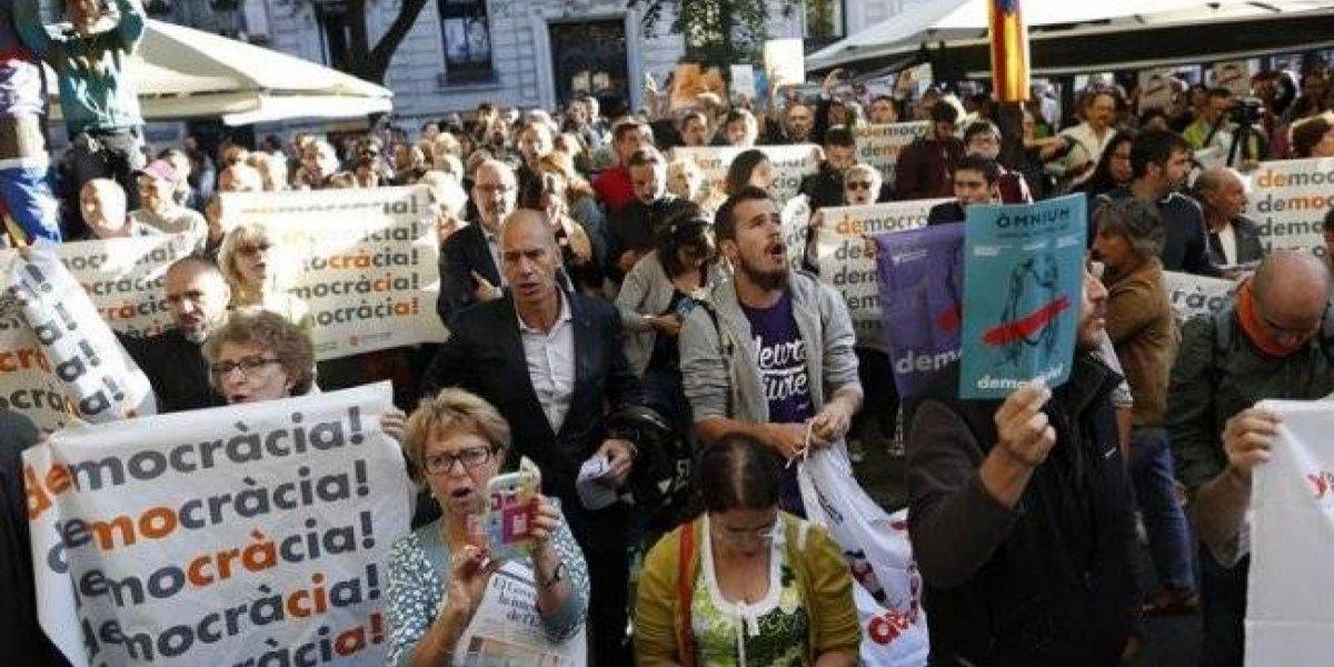 Detienen a 12 funcionarios de primer nivel de Cataluña por referéndum