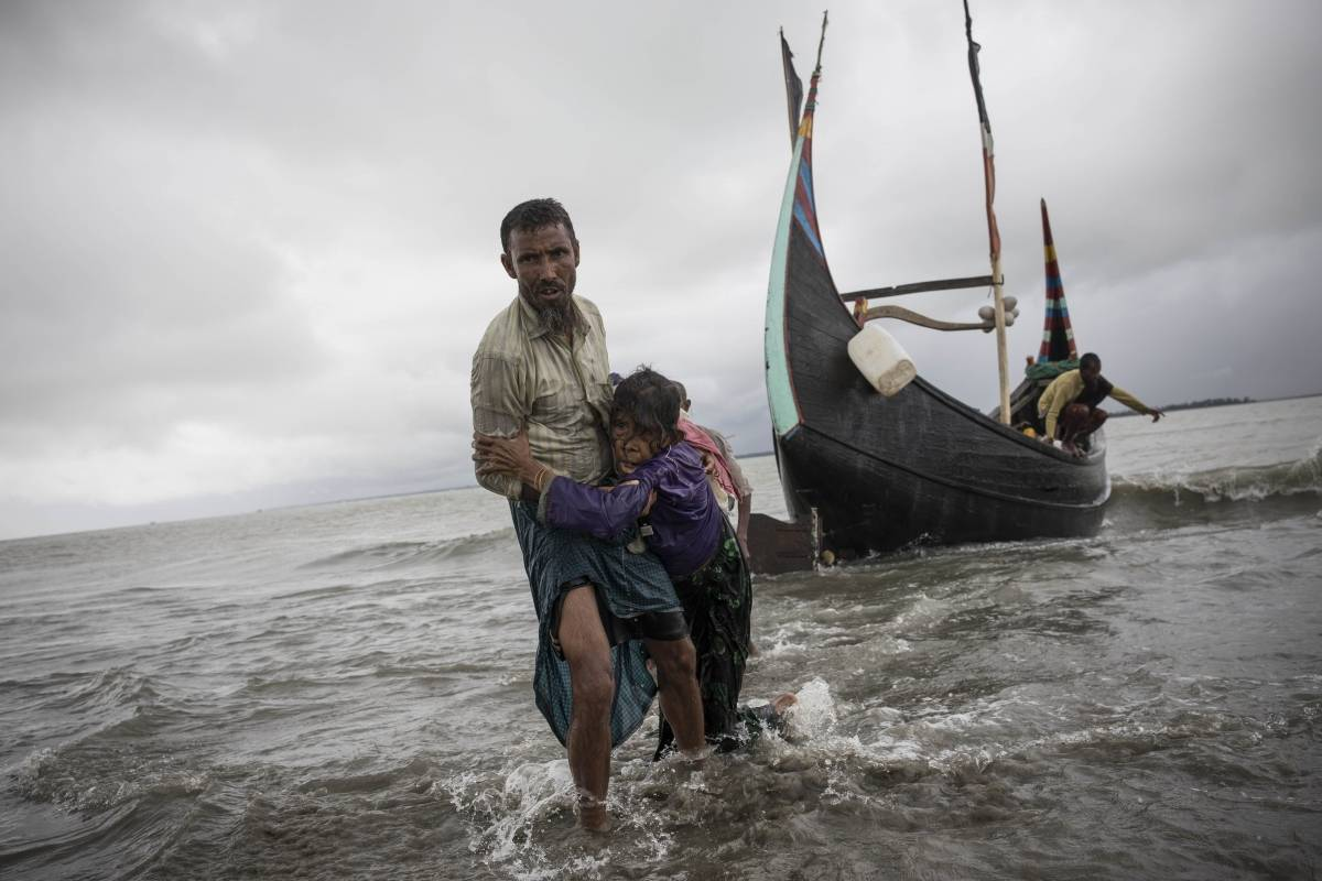 Los rohinyás también están huyendo por mar hacia el norte.