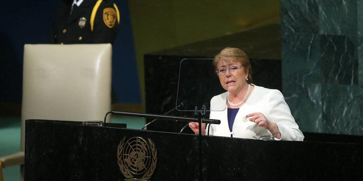 ONU: Bachelet declara la guerra a bolsas plásticas en su último discurso y prohibirá su venta en la costa