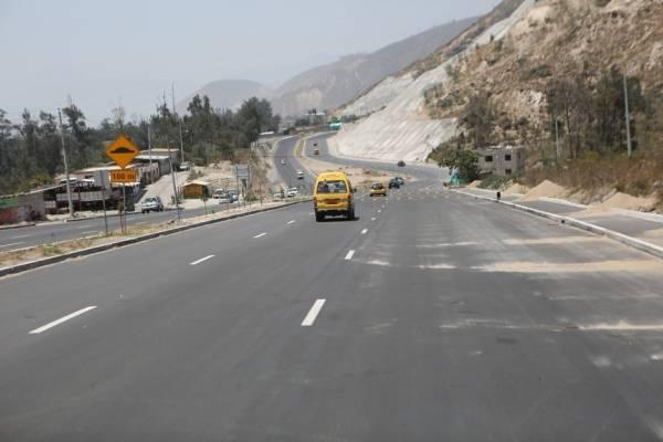 Quito: Contraflujo en la curva de Santa Rosa por el inicio del feriado