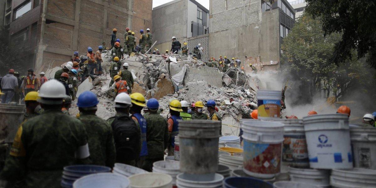 ¿Cuál es la probabilidad de que un terremoto ocurra en la misma fecha?
