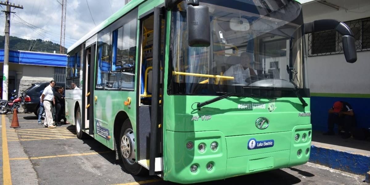 ¡Innovador! Presentan autobús eléctrico en Mixco