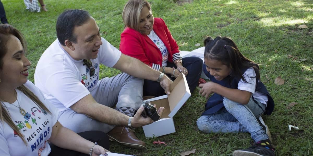 """¡Qué orgullo! 400 niños recibieron zapatos nuevos gracias a la campaña """"Shoes for Kids"""""""