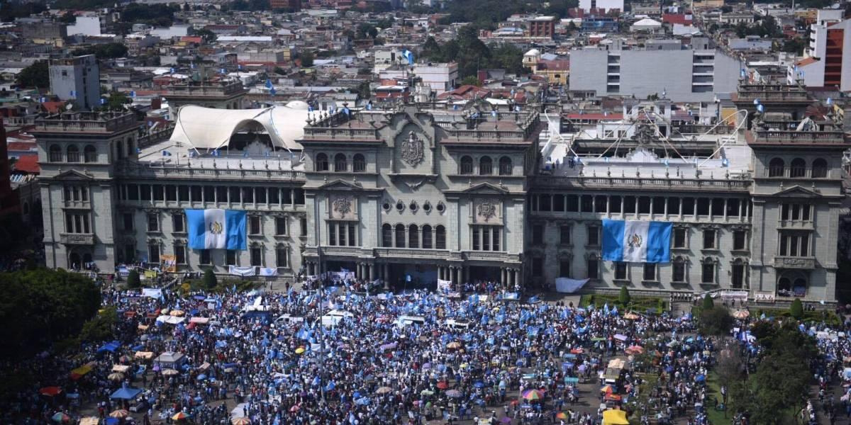 Miles de ciudadanos hicieron vibrar la plaza