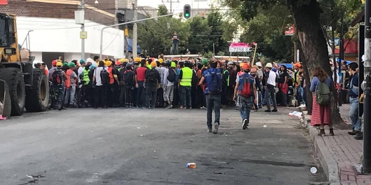 Se enfrentan granaderos y voluntarios en rescate de Chimalpopoca