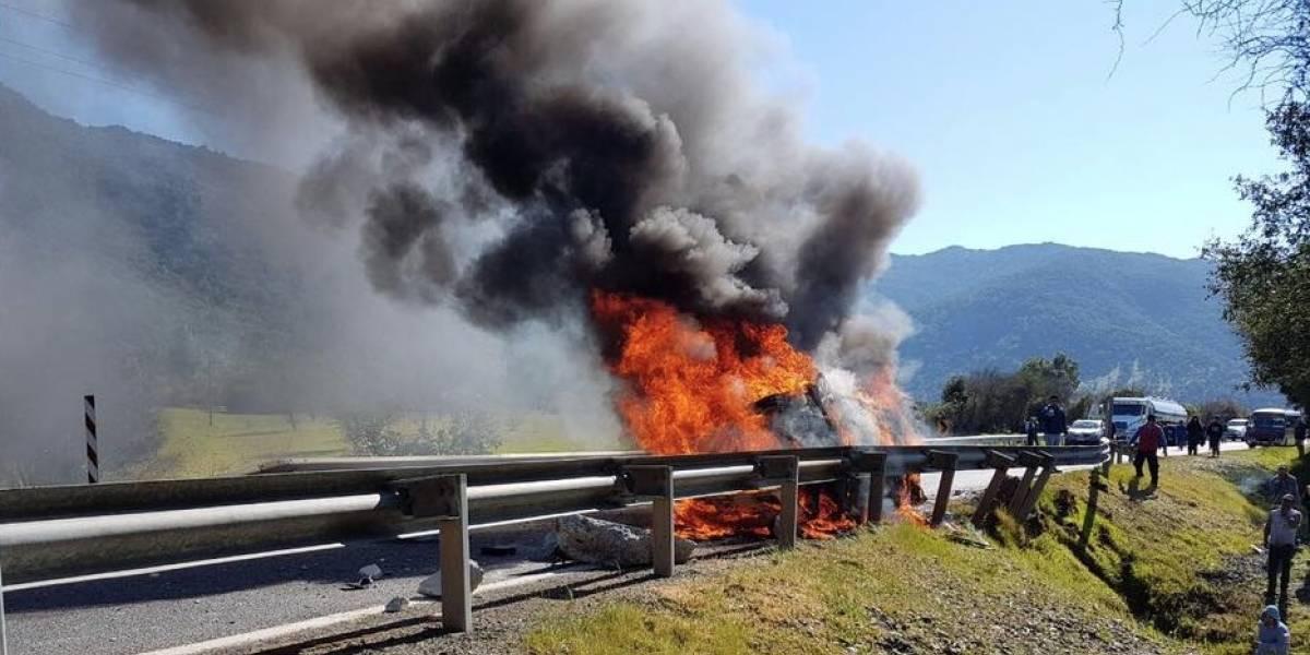 Conductor fallece calcinado tras impactar a barrera de contención en el Maule