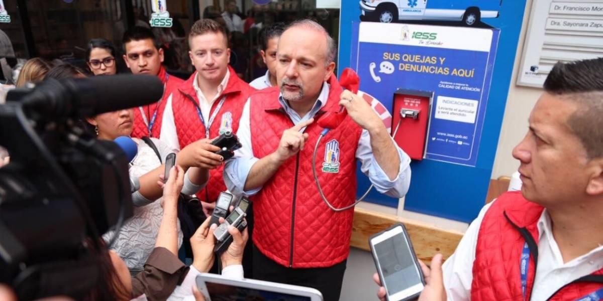 Teléfonos rojos permitirán denunciar falta de medicamentos en el IESS