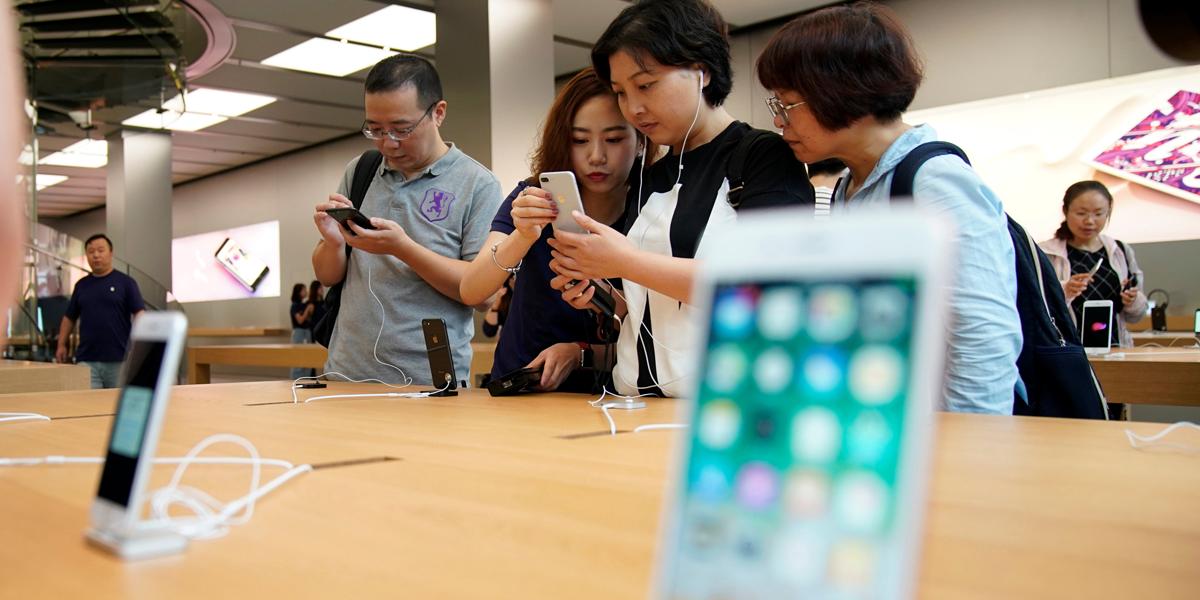 Mídia estatal chinesa relata novo caso de iPhone 8 rachado por aumento da bateria