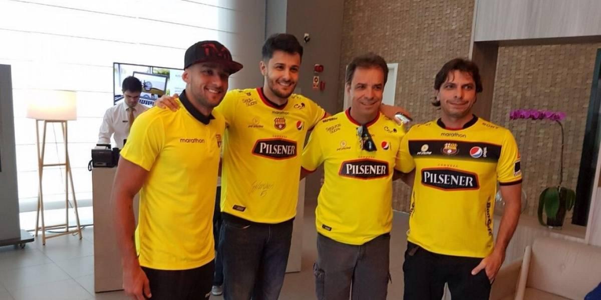 Brahian Alemán felicita a Gabriel Marques de Barcelona