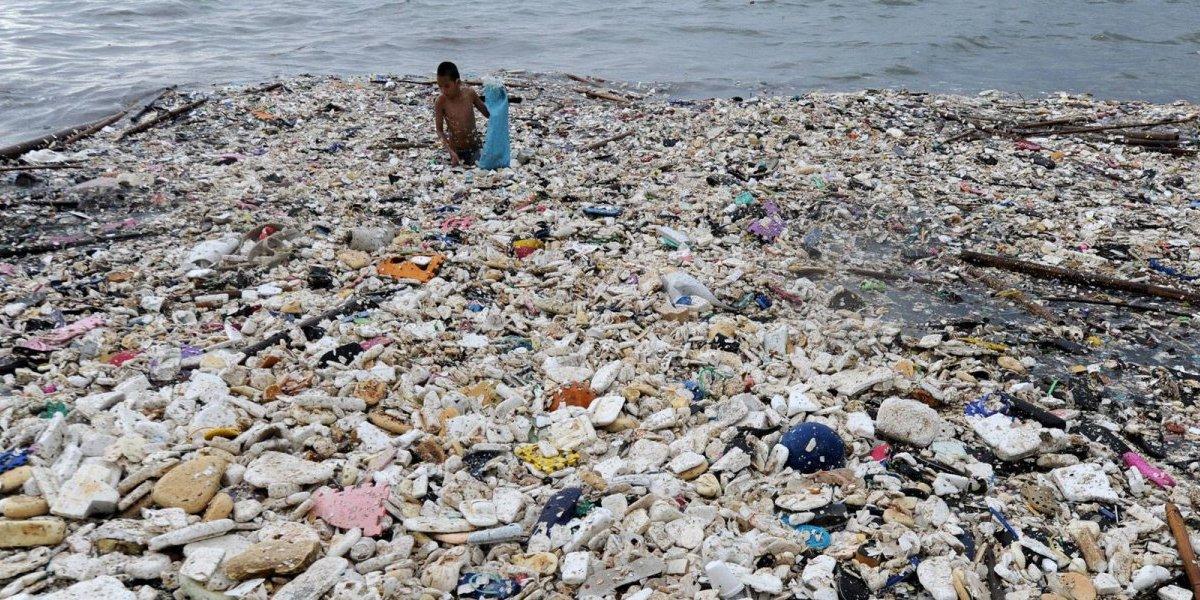 """Tiene bandera y pasaporte: quieren transformar en país la gigantesca """"isla"""" de basura  que flota en el Pacífico"""
