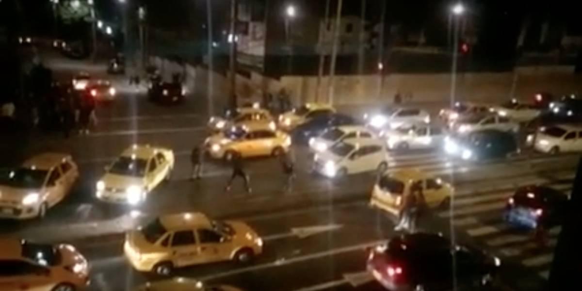 Video: Problema entre taxistas y supuesto conductor de Uber