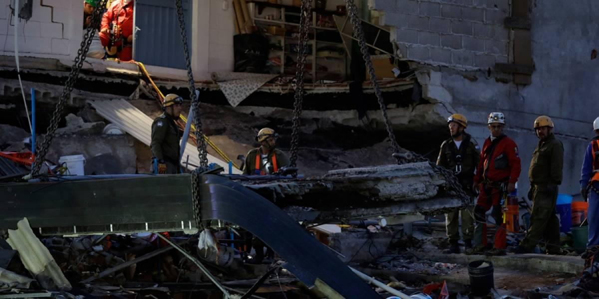 Suben a 305 muertos por sismo de 7,1 en México