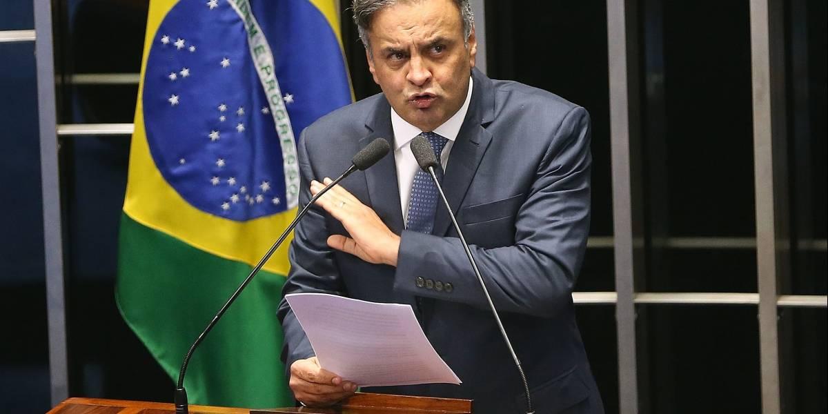 Vamos sair do governo pela porta da frente, diz Aécio Neves