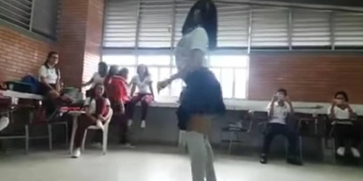 El sensual baile de unas menores de edad frente a sus profesores que genera indignación
