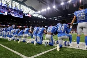 Jugadores de la NFL se arrodillan