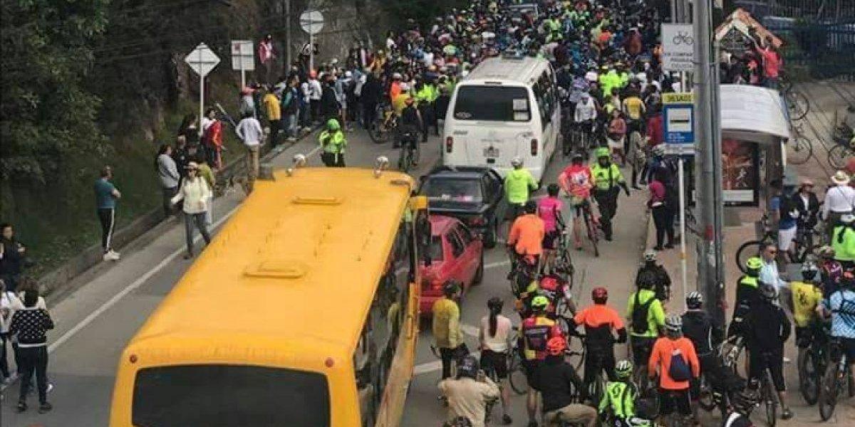 Movilidad asegura que el tránsito en La Calera es normal, aunque muchos dicen que hay protesta