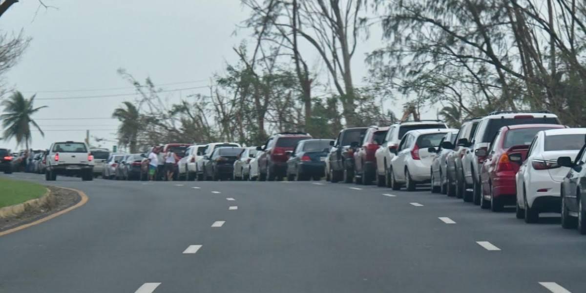 Cientos en la calle para abastecerse de gasolina