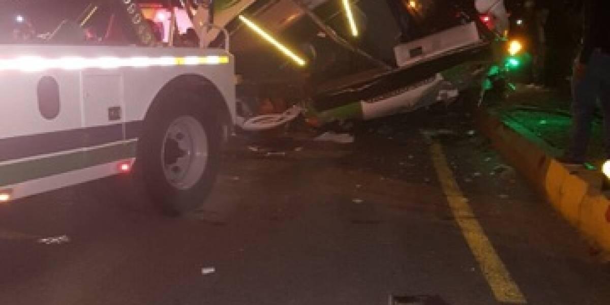 Buscan al conductor de bus del accidente en Otavalo