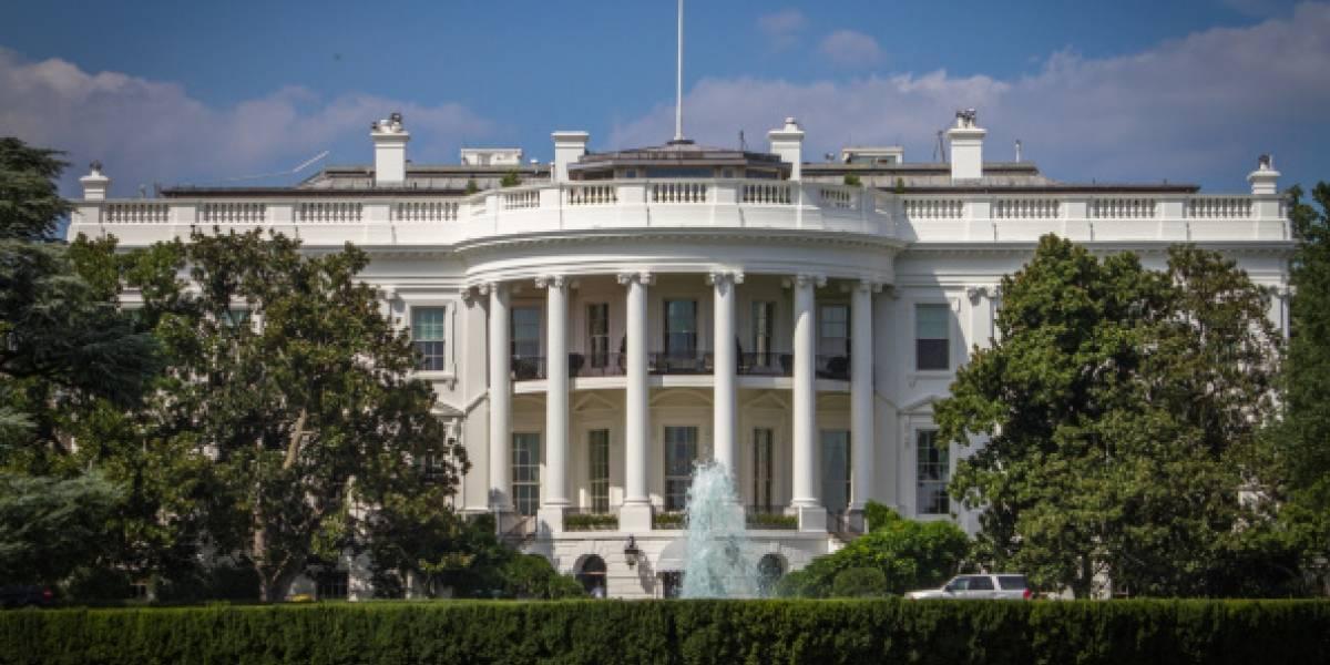 Arrestan a un hombre cerca de la Casa Blanca con varias armas en su vehículo