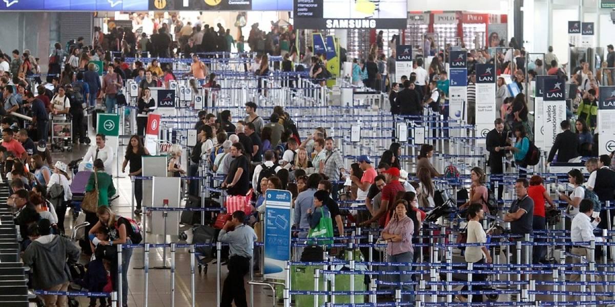 Personas que viajan en avión al extranjero se duplica en siete años