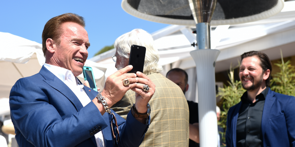 Atacan a Arnold Schwarzenegger durante evento en Sudáfrica