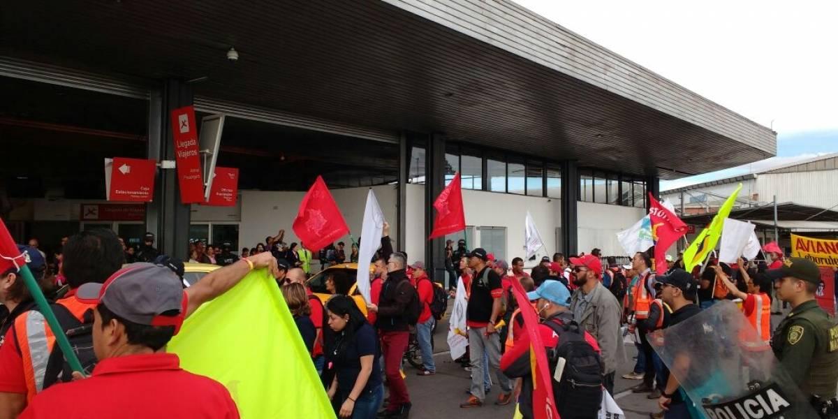 Gobierno respalda diálogo entre Avianca y sindicato de pilotos en huelga