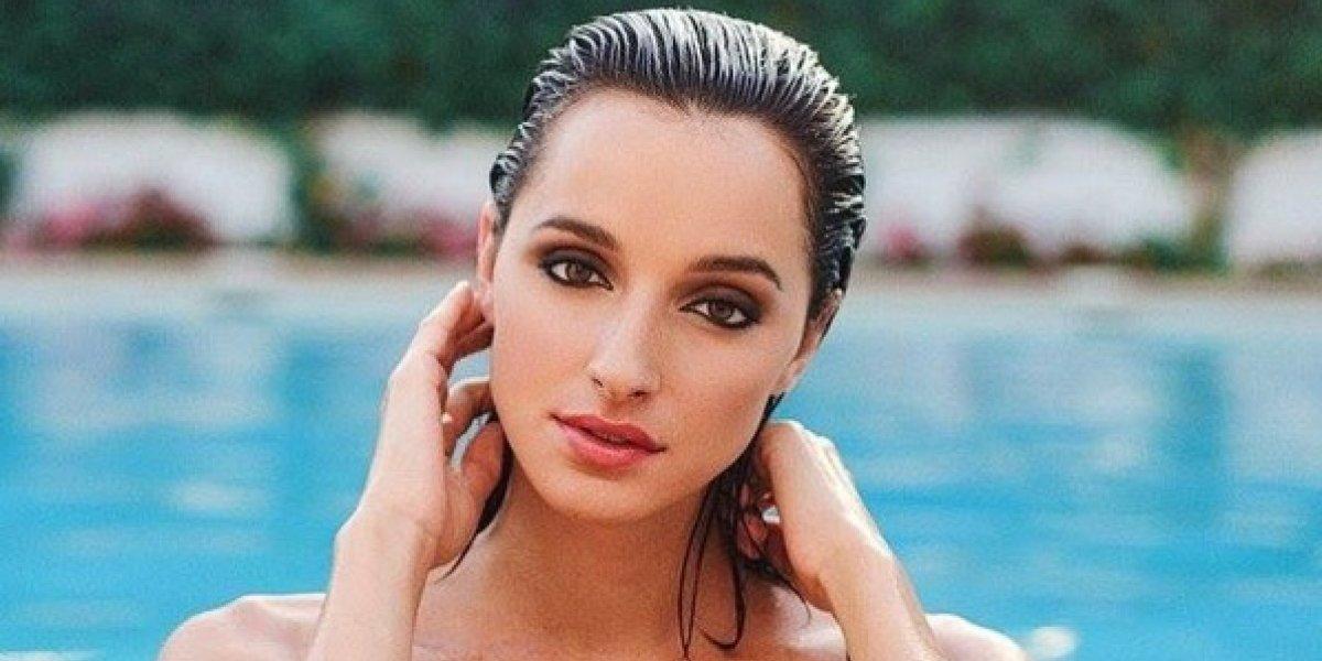 Candidata a Miss España quiso lucirse al desfilar y termina cayéndose en una piscina