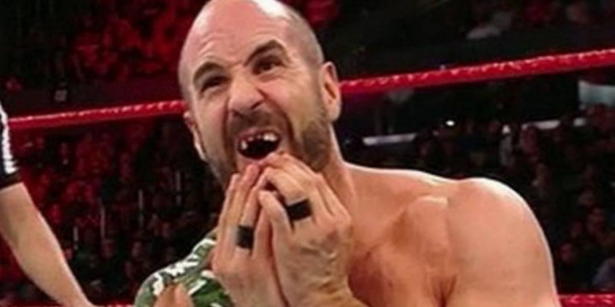 VIDEO. Luchador pierde varios dientes por mal movimiento durante evento en vivo de la WWE