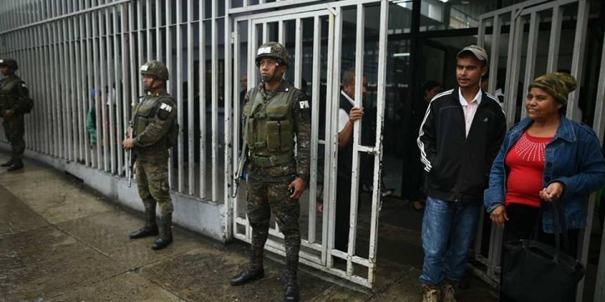 Refuerzan medidas de seguridad y colocan detectores de metal en el Hospital General