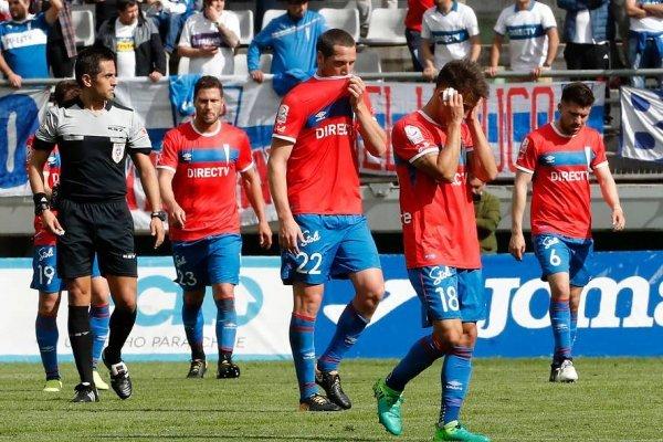 Universidad Católica llega con los peores números de la era Mario Salas al nuevo clásico ante Colo Colo / Foto: Photosport