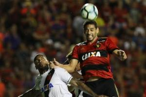 https://www.metrojornal.com.br/esporte/2017/09/25/com-polemica-sport-e-vasco-ficam-no-empate.html