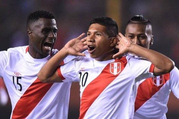 Con 5 goles -al igual que Paolo Guerrero- Édison Flores es el goleador de Perú en las eliminatorias a Rusia 2018 / Foto: AFP