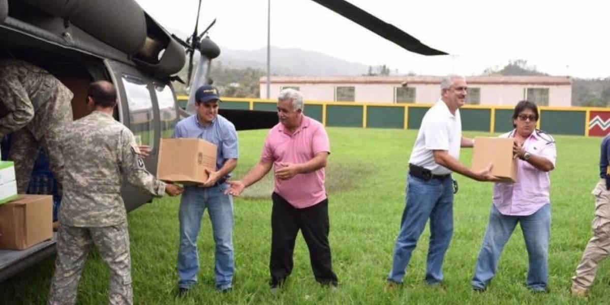 Gobernador llega a Jayuya para entregar suministros