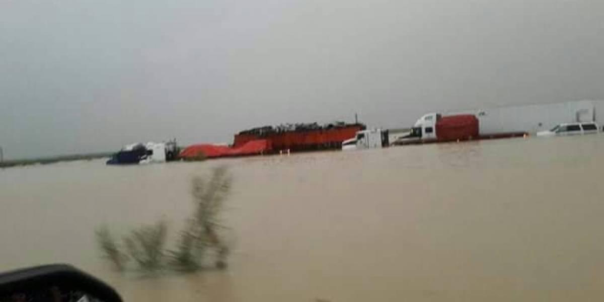 (FOTOS) Lluvias inundan autopista Monterrey-Nuevo Laredo