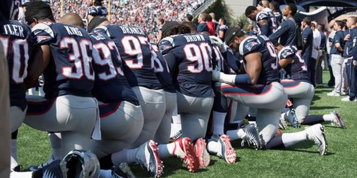 Trump pide prohibir a los jugadores de la NFL que se arrodillen ante el himno