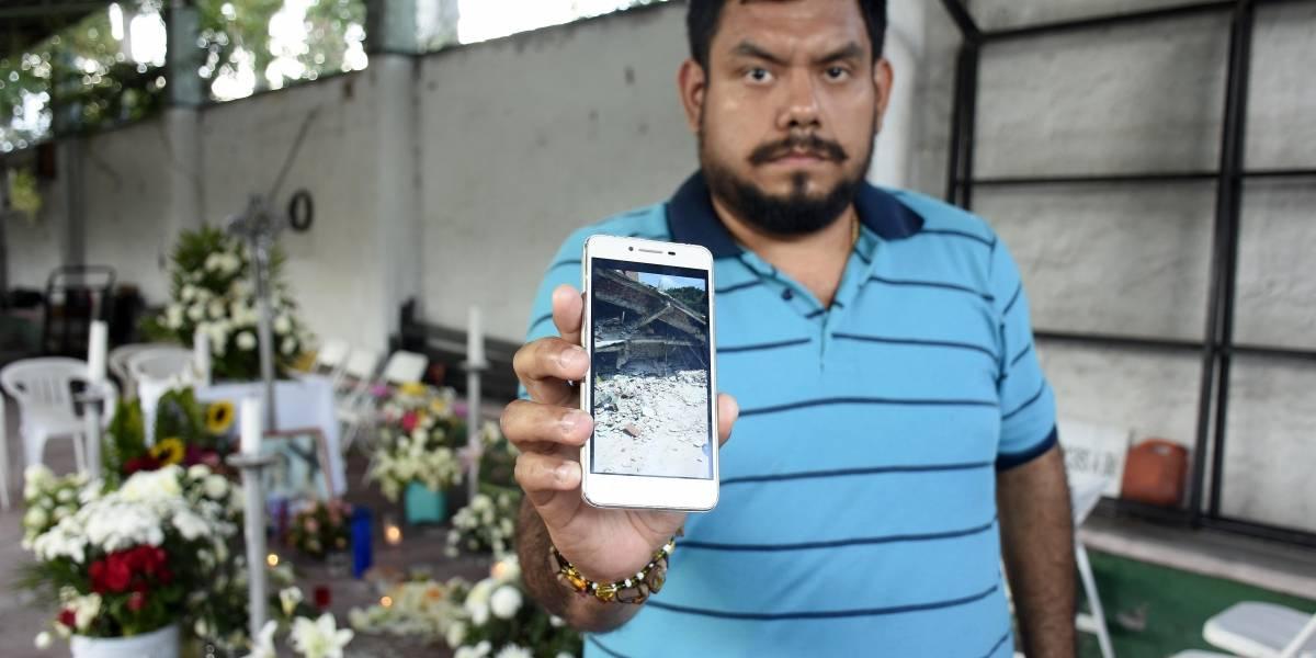 Terremoto: Fotógrafo agradece a soldado que lloró al hallar a su familia entre escombros
