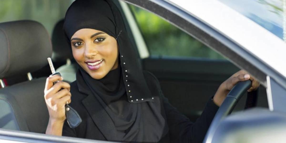 Rey ordena que las mujeres puedan obtener permiso de conducir en Arabia Saudí