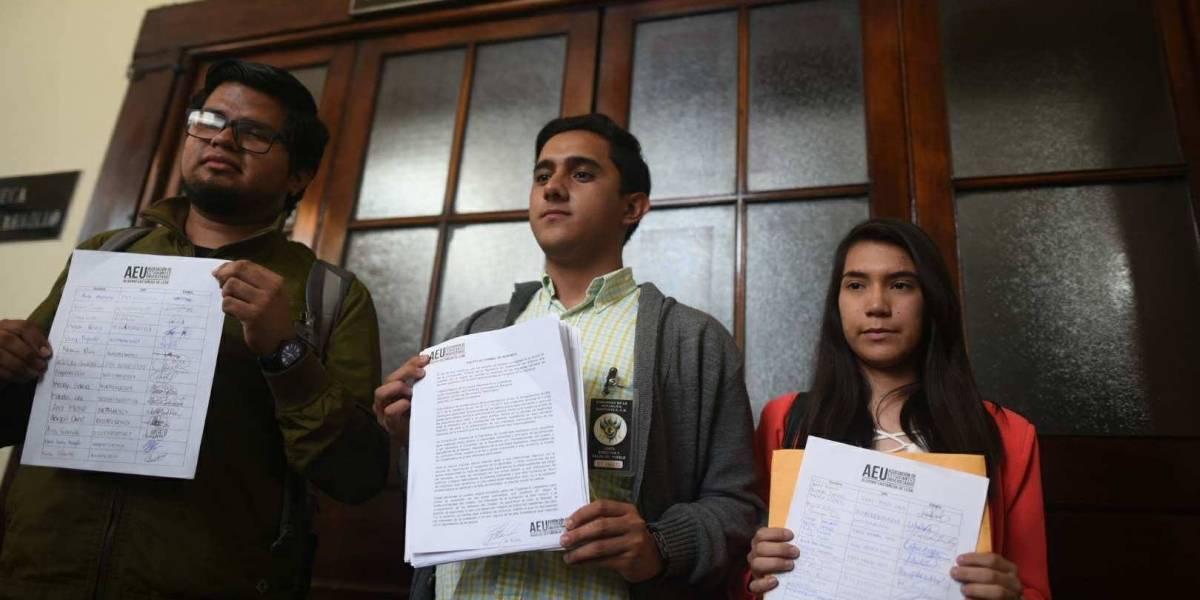 AEU entrega solicitud de renuncia a diputados