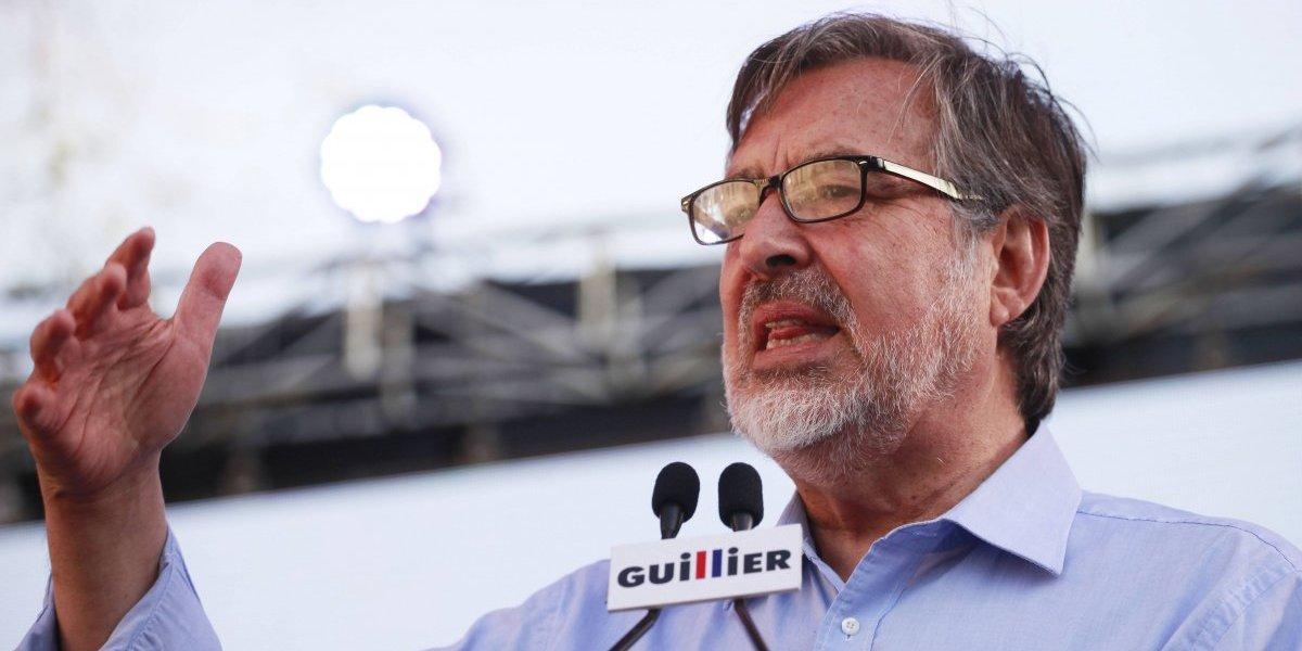 """Alejandro Guillier sobre boletas SQM y Piñera: """"hay que seguir con atención la investigación de Fiscalía"""""""