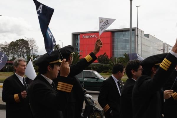 Pilotos de Avianca entrenarán previo retomar actividades tras huelga de 51 días