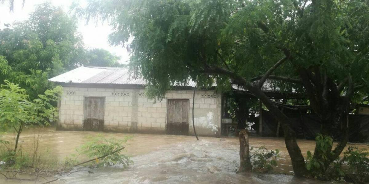 Suelos saturados y ríos crecidos amenazan varias comunidades de Guatemala
