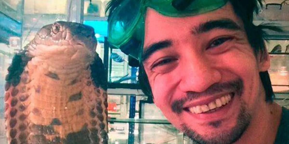 Se suicida con una mordida de serpiente y lo transmite en vivo