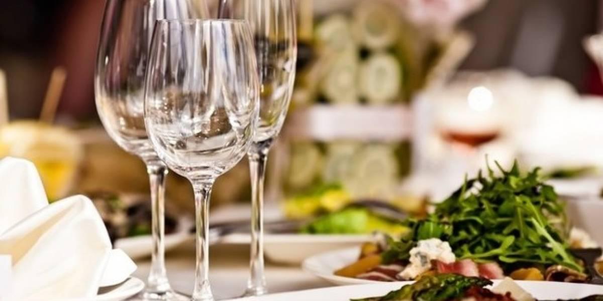 ¡Es más fácil de lo que cree! Aprenda los usos de las diferentes copas que sirven en una cena