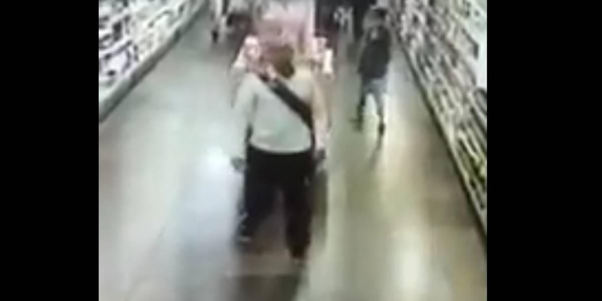 ¡Indignante! Video muestra abuso de un hombre a una menor en un supermercado