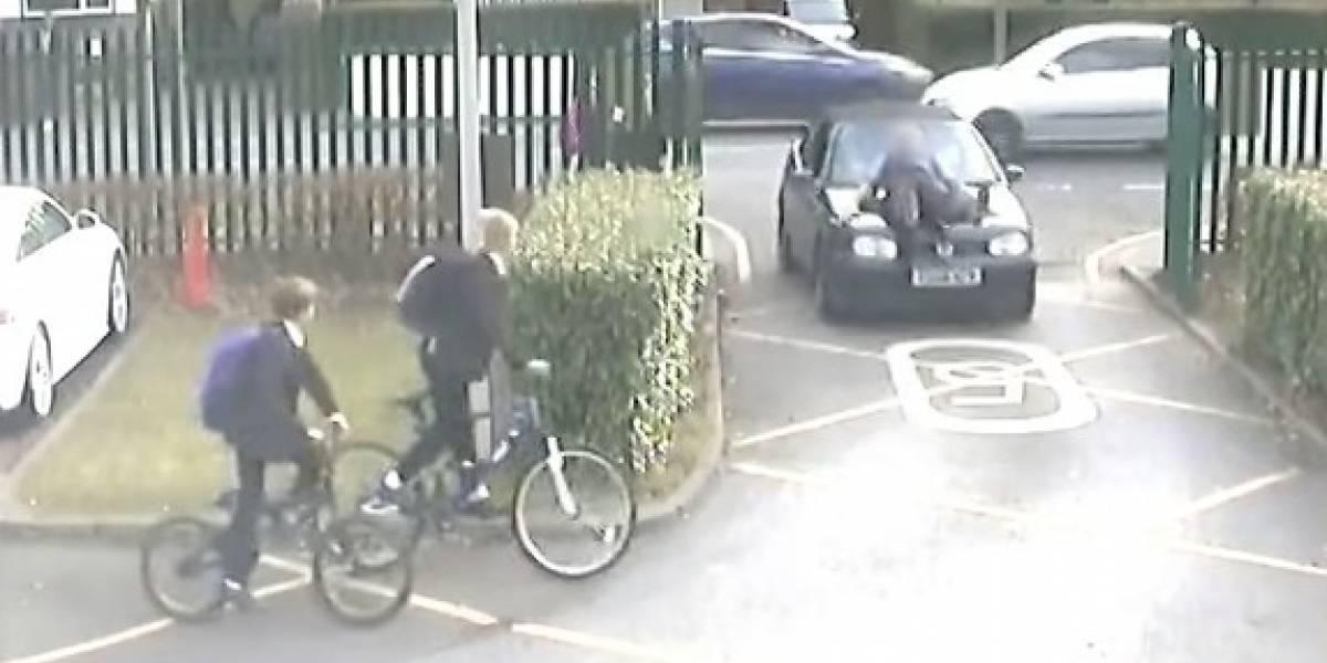 Atropelló a un profesor por no darle entrada al estacionamiento del colegio