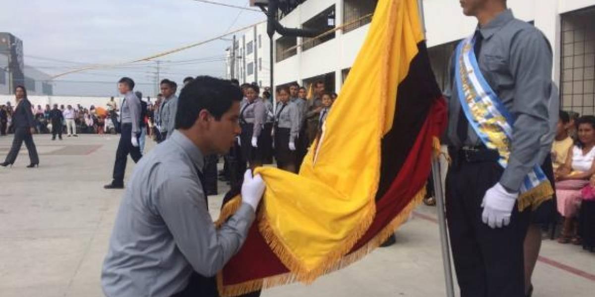 Más de 280 mil estudiantes rinden homenaje a la Bandera Nacional